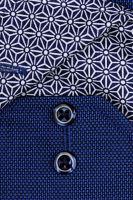 Eterna Comfort Fit - tmavě modrá košile s jemnou strukturou a modro-bílým vnitřním límcem a manžetou