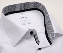 Olymp Luxor Comfort Fit – bílá košile s černo-bílým vnitřním límcem, manžetou a légou