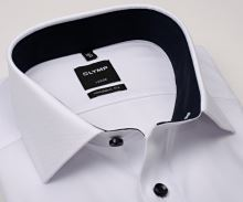 Olymp Modern Fit Natté – bílá košile s jemnou strukturou a tmavomodrým vnitřním límcem